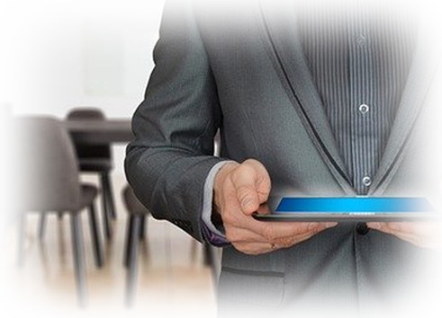 Reseller Hosting - Reseller mit Tablet